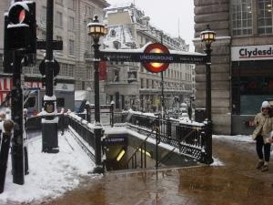 Entrada al Metro, en Picadilly Circus, Londres